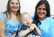 Victor faz tratamento na AACD. Tem três anos e já é um gremistão assim como toda sua familia. E no embalo do Carnaval Victor vestiu a camiseta tricolor personalizada com seu nome que ganhou da voluntária Andramara Marques.