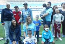 Na última quinta-feira aconteceu mais uma visita com as crianças atendidas pelo Desejo Azul na Arena do Grêmio. Desta vez foi uma delegação de crianças do Instituto do Câncer Infantil que se emocionaram com tudo que viram na belíssima Arena . Participação dos voluntários Sandro Requena e Andressa Fanese.
