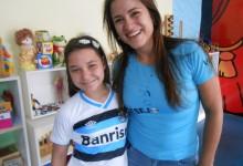 Amanda tem 10 anos e faz tratamento no Educandário São João Batista. Como seu pai é uma gremista de fé e esperava ansiosa por sua camiseta do Grêmio oficial e personalizada com seu nome. A ação contou com a colaboração da voluntária Mariana Fittipaldi Pons.