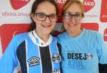 Stafany faz tratamento na AACD . É uma gremista como poucas, sabe , acompanha e conhece tudo de Grêmio. A menina é fanática mesmo! Stefany desejava uma camiseta do Grêmio oficial e ganhou da voluntária Carla Maria Borba Hennemann.
