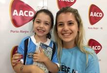 Magnólia, a Magui como é mais conhecida, é uma linda gremista que faz tratamento na AACD. Ela hoje a noite estará na torcida por mais um título do seu tricolor com a camiseta oficial do Grêmio que ganhou da voluntária Caroline Fraga.