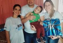 Arthur mora na cidade de Carazinho. Tem 6 anos e é de uma família de gremistas. O grande desejo deles e de seus pais é que Arthur ganhasse a camiseta oficial do seu time do coração, o Tricolor Rei de Copas. E com a colaboração das voluntárias Camila Bueno e Luana Pastori o menino recebeu em casa a camiseta oficial do Grêmio.